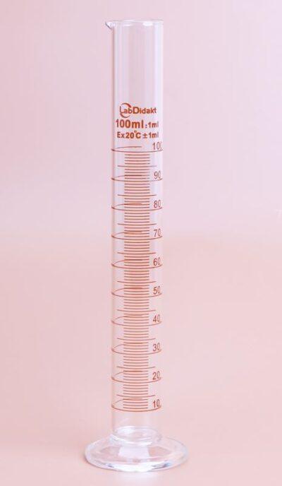 Målecylinder 100 ml med hældetud